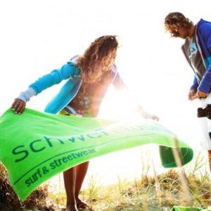 Schwerelosigkite Beach Towel | Dark Green
